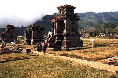 dieng plateau1 - Jogyakarta met Tempels